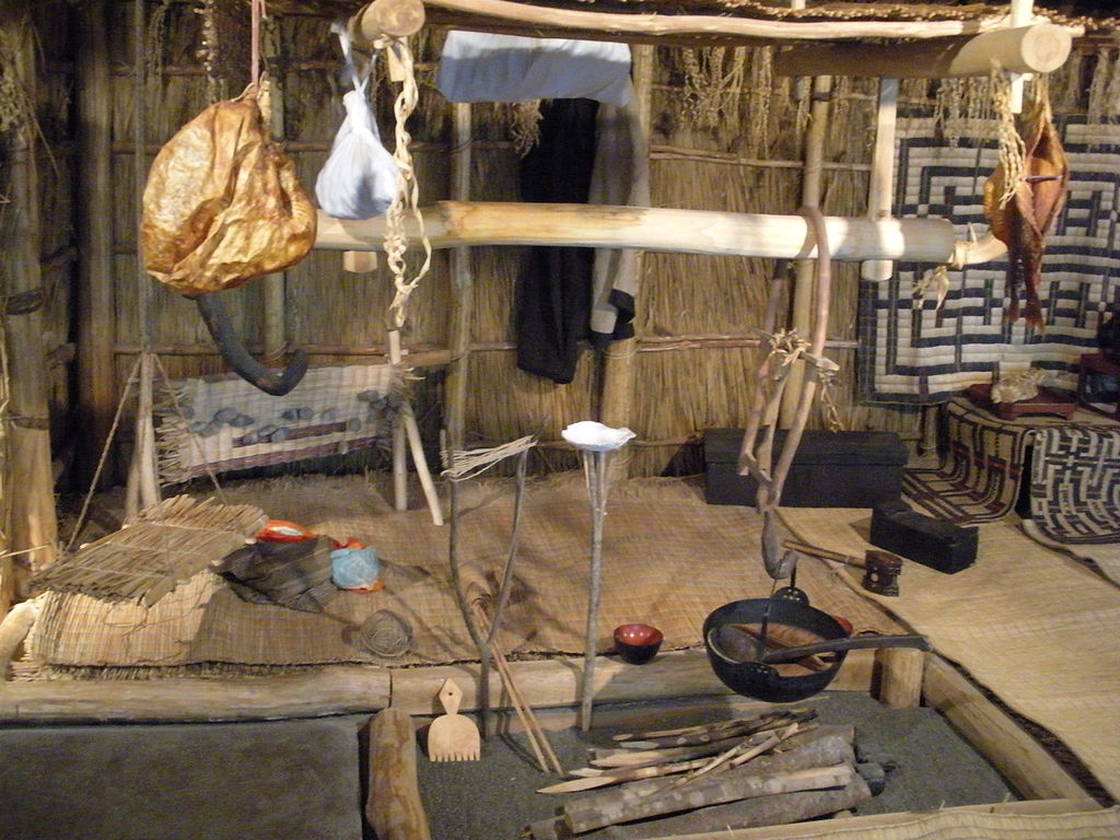 Ainu_traditional_house